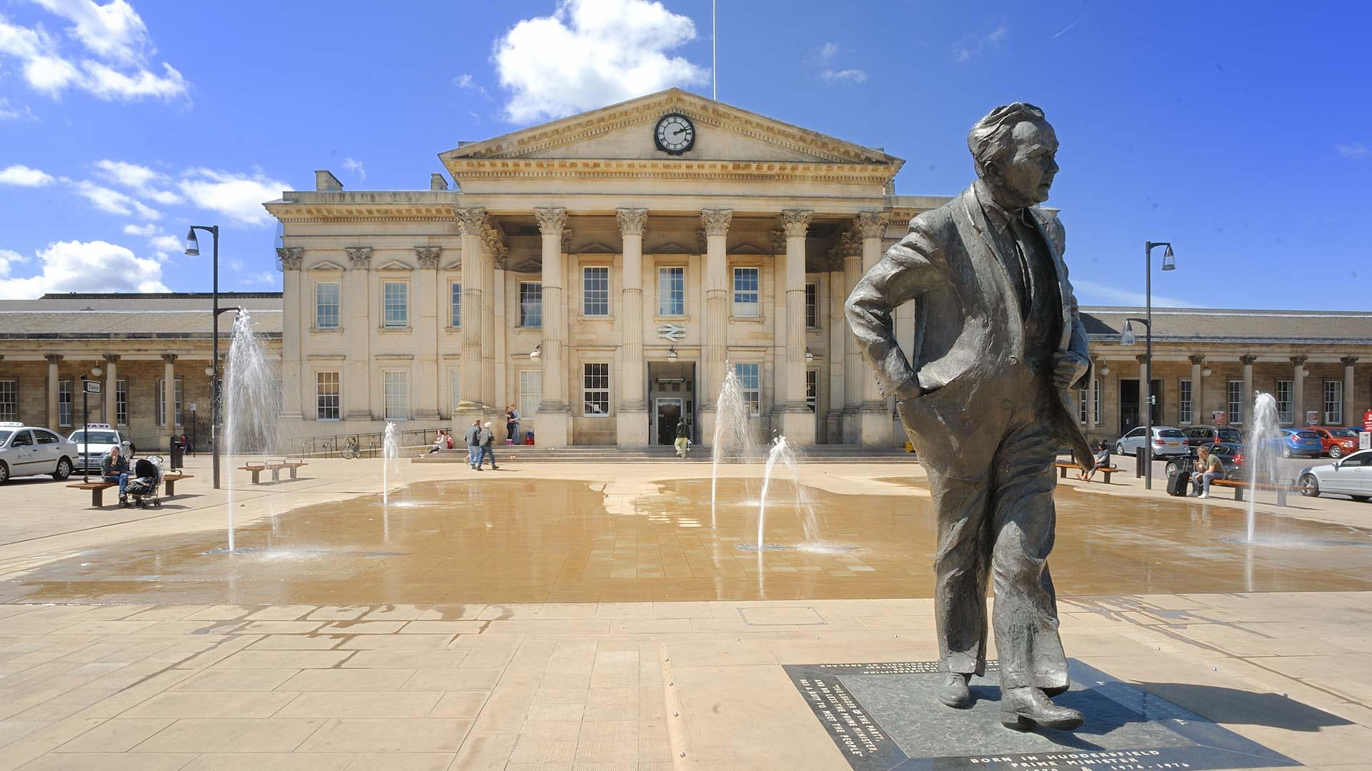 Harold Wilson statue at Huddersfield Train Station. @dinaras_travel_ diary Photo Credit: Dinara Abilova Source: Instagram