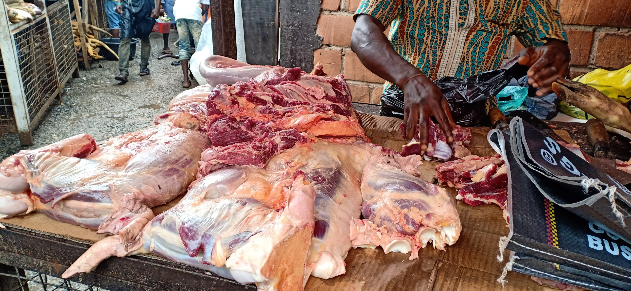 The Rivers State Government has said from October 1 2020, it would begin the closure of all abbatoirs in the state that do not meet the required sanitary standard in line with laws of the state. The state commissioner for Agriculture Fred Kpakol, who disclosed this yesterday in Port Harcourt, called on those operating such slaughter houses to desist from the illegal act. He urged slaughter operators who are yet to register with the ministry to do so and obtain their licenses.